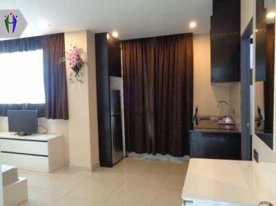 Room for Rent 4,500 baht Big Syudio, close to Sukhumvit Road.