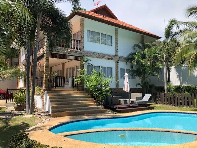 Centrally located pool villa for rent