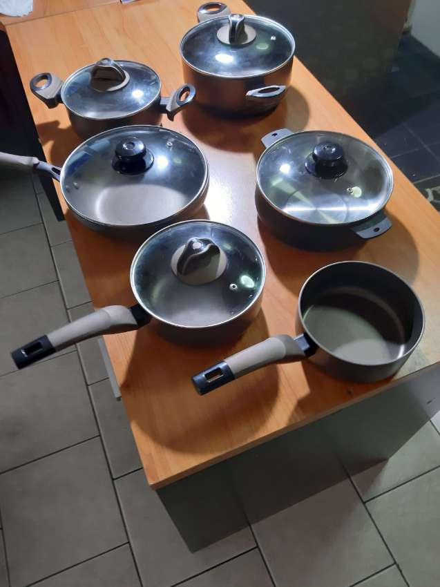 Set of 7 TEFAL pots, counter top cooker, best offer