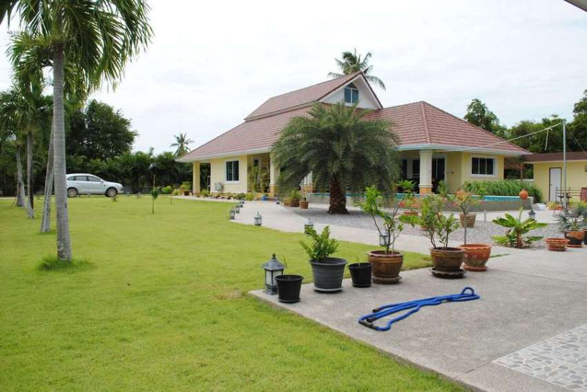 Lovely pool villa on large plot of land with mountain view for sale