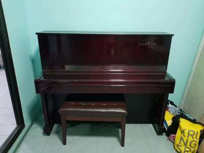 Yamaha U1 upright piano (Made in Japan)