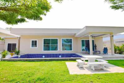 Modern style pool villa for rent