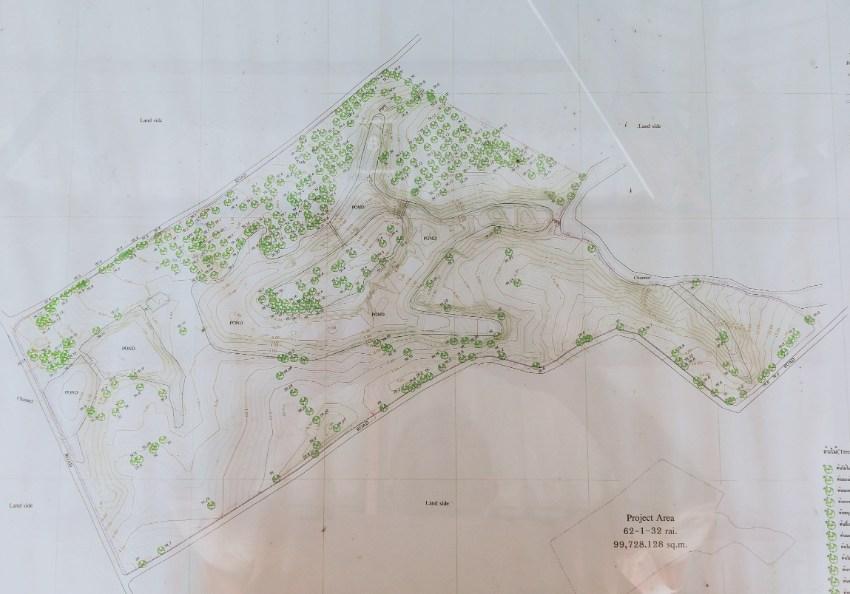 Wooden house & large deck -25 acres 64 rai of land -Big lake & island.