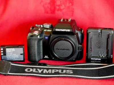 OLYMPUS EVOLT E-500 Four Thirds system 4/3 DSLR Camera