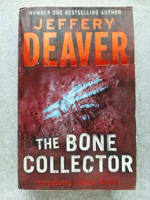 The Bone Collector; Introducing Lincoln Rhyme - Jeffrey Deaver