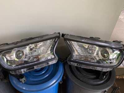 2 x Ford Everest / Ranger headlights used (left/right)