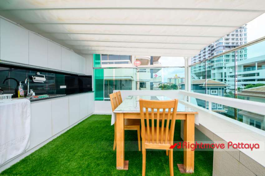 5 Bed Beachfront House - Less than 2 bed