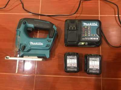 Makita Jigsaw (model number: JV101D) with 2 batteries