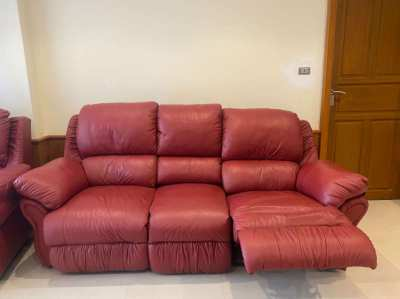 Sofa and 2 Lounge Chairs - Leather in exc. condition