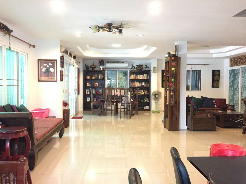 Large fully furnished house with nice garden at Saturday market