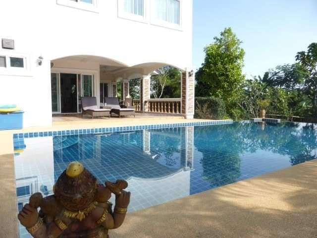 Spacious 2 floors House With Pool