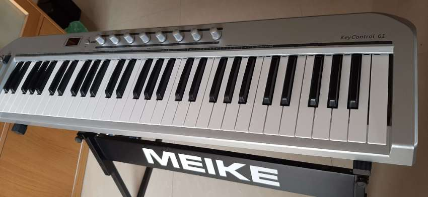 61-key USB MIDI Keyboard Controller LED Display with USB Cable