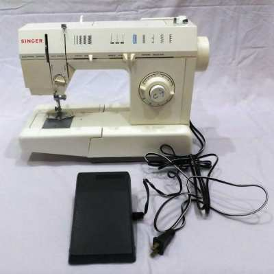 For Sale - SINGER Sewing Machine - School Model