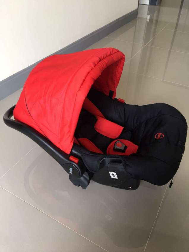 Baby carseat and rocking cradle, as new! Juniors