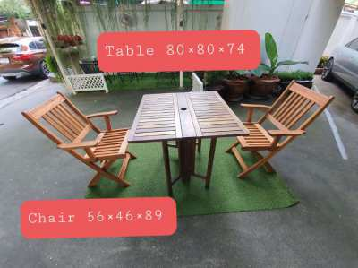 Foldable wooden table set with 4 chairs