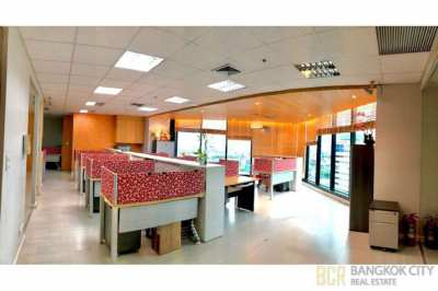High Floor and Spacious Office space in Central City Tower Bangna Rent