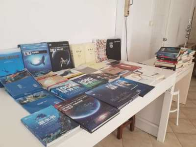 88 Chinese books.  Diving and sea + various.