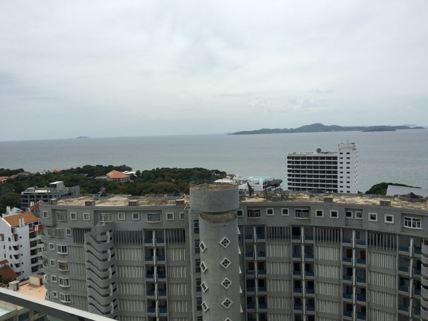 The Cliff condo Cosy Beach Pratumnak - For Rent or Sale (12,000 Rent)