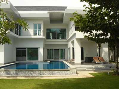 VERY NICE OPPORTUNITY POOL VILLA FOR SALE IN JOMTIEN BEACH
