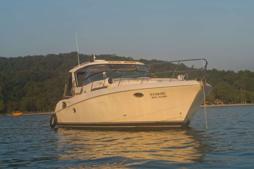 40ft Riviera M400 (Twin Volvo Penta Diesels) with renovation in 2019