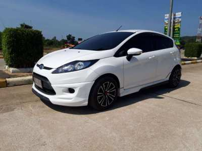 Beautiful Ford Fiesta ( 1 lady owner - low km )