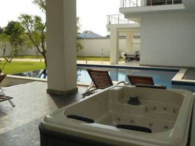 Jomtien Luxurious Villa on 1.312 sqm Land