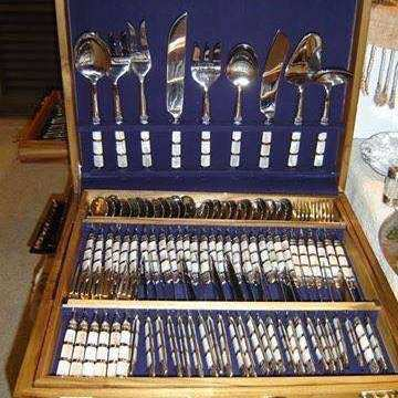 Cutlery with mother of pearl 38,000 baht with box 100 pieces