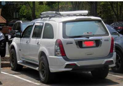Luggage carrier for ISUZI MU7