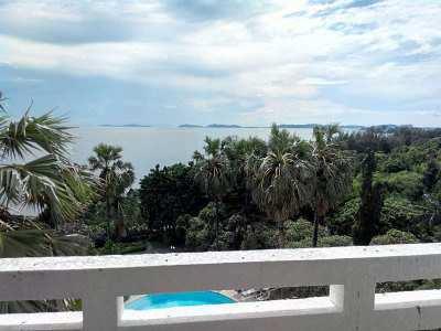 Beachfront 1-bedroom condo at bathing-beach Baan Chang