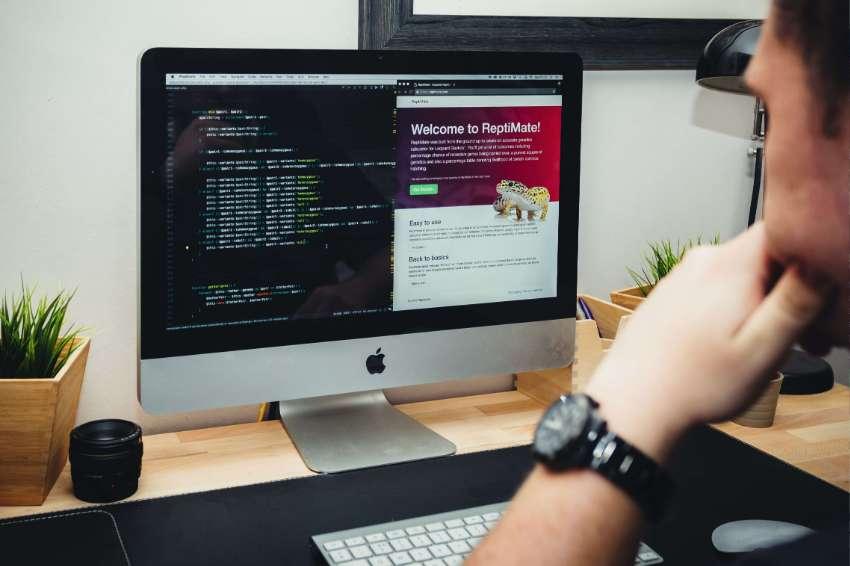 I deliver branding, web & graphic design