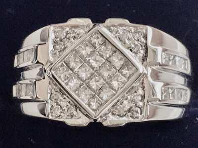 Pre-Owned 18K White Gold Diamond Ring.