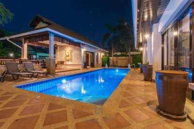 HOLIDAY HOME: 4 Bedroom Bali Style Villa (HH6)