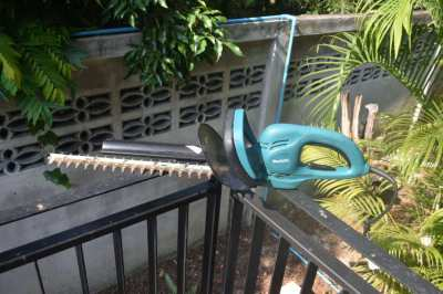 Makita UH4861 Hedge Trimmer with power cord
