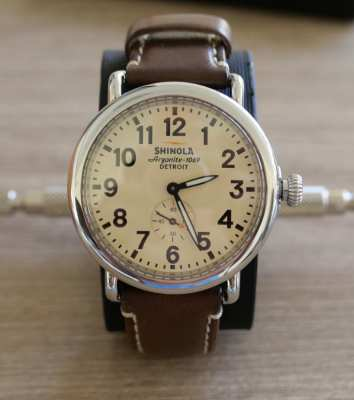 SHINOLA RUNWELL 41 MM ….. Excellent Condition