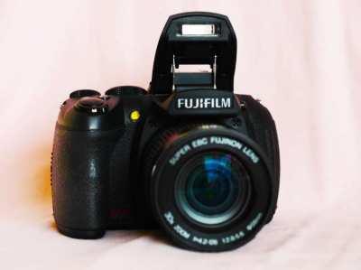 Fujifilm HS20 EXR, 30X Super EBC Fujinon Zoom lens (24-720mm) f2.8-5.6