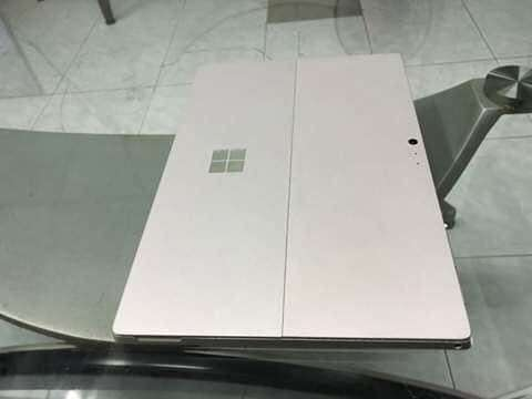 Microsoft Surface Pro 4 256 GB, 4 GB RAM, Core m3, 12.3