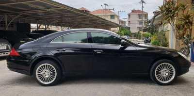 MERCEDES BENZ CLS-500 V8 900,000 baht