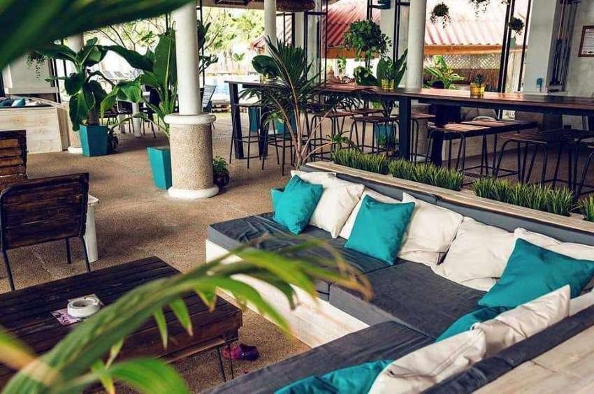 Exclusive Sea Front Pool Bar/ Restaurant