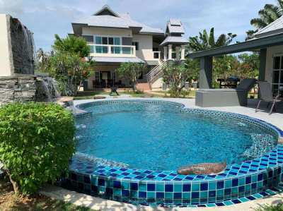 ABSOLUTE BEACHFRONT, NEWLY RENOVATED, MODERN STYLE VILLAS, KUI BURI