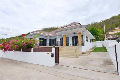 House for rent 3 bedroom 2 bathroom with swimming pool,near the sea