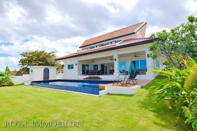 House for rent 4 bedroom 4 bathroom with swimming pool,near the beach