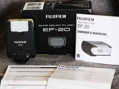 Fuji Shoe mount flash EF-20 in Box for Fujifilm Cameras