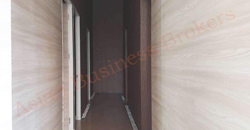 0149081 Empty Massage shop in High-End Apartment Complex