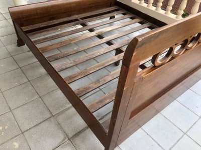 Bed King-size solid wood with matrice or bedding