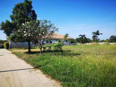 2 land plots 850 meters from the beach - now 2,200,000 THB for both!