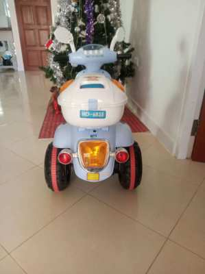 Kids ride on battery powered motorcycle