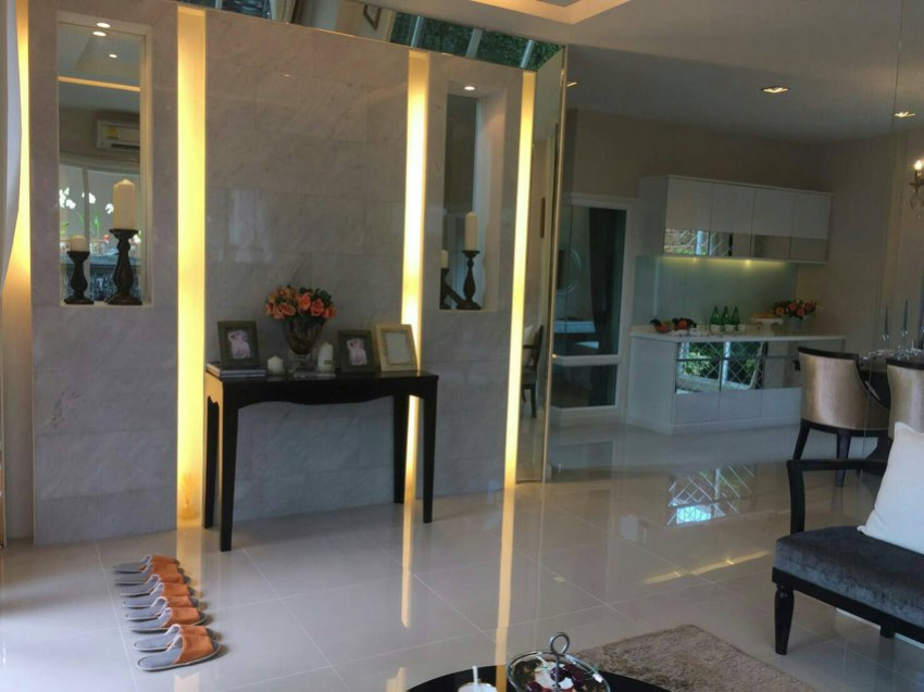 LUXURY  HOUSE IN  EXCLUSIVE  ENCLOSURE  FOR SALE