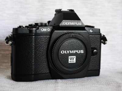 Olympus OM-D E-M5 Digital Camera Black Body in Box