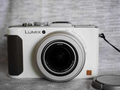 Panasonic Lumix LX7 camera in Box with Leica F1.4 lens