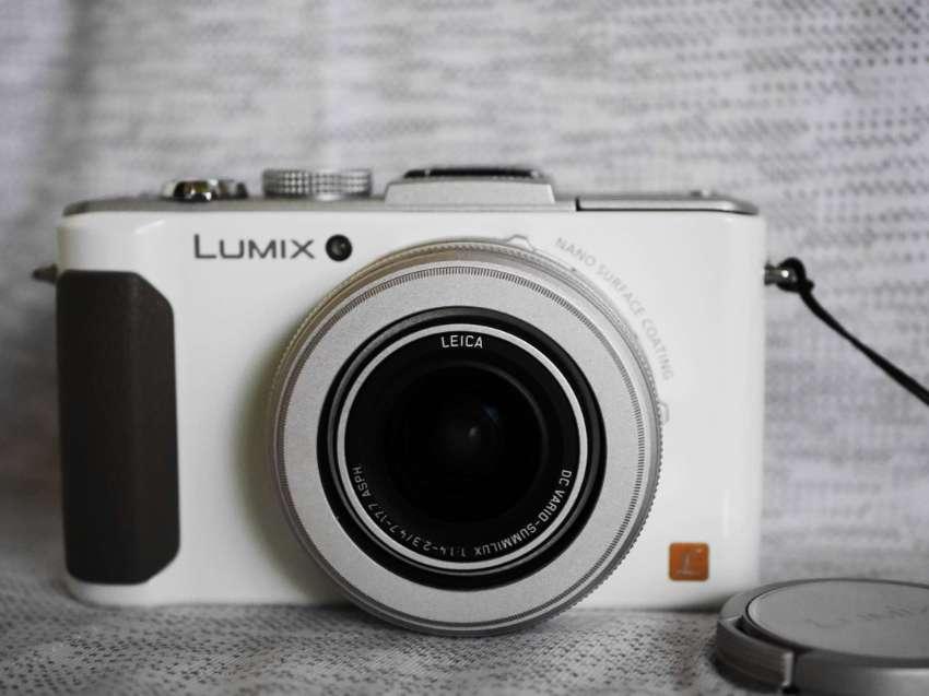 Panasonic Lumix LX7 camera in Box with Leica F1.4 lens